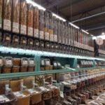ホールフーズ・マーケット カハラ店の量り売りシリアルと手作りピーナツバター